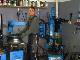 Mitarbeiter in der Werkstatt Autohaus Tobies